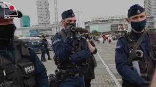 Pojedynek obywatela z Policją pod Pałacem Kultury.
