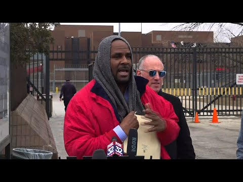 R&B singer R Kelly has been released from a Chicago jail after a US$161,000 child support payment was made on his behalf. (March 9)