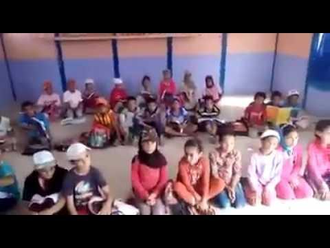 تلاميذ بدون طاولات بمدرسة نواحي الجديدة