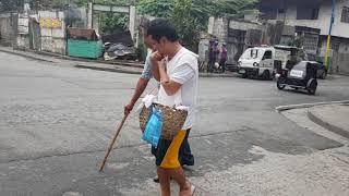 Ang Huwarang Tinapay Vendor