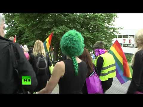 Suède : la Gay Pride nationaliste passe dans les quartiers musulmans