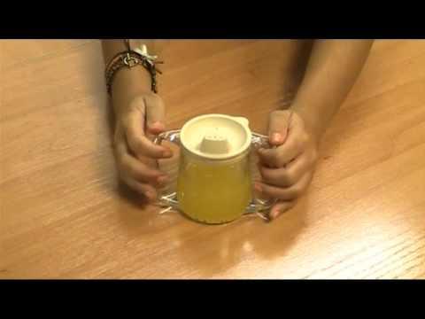 Taza con doble asa y tapa con tetina