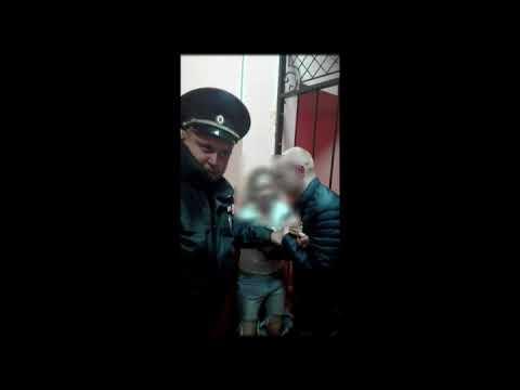 Пьяная и буйная девушка сломала нос медику в полицейском участке