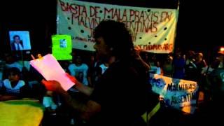 preview picture of video 'Lectura de petitorio - Familiares denunciaron el sistema de salud Malvinas Argentinas'