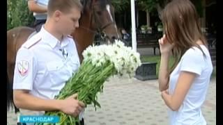 Полицейский сделал невесте необычное предложение руки и сердца