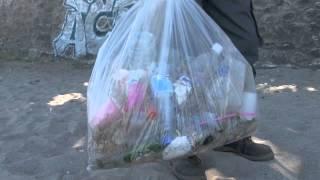 preview picture of video 'Développement durable : nettoyage des plages de Saint-Leu'