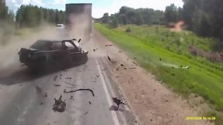 Страшные ДТП Жесть на дороге Лоб в лоб  Сar crash