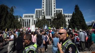 Vancouver protest against far-right rally draws thousands