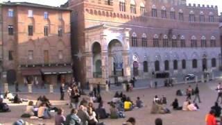 preview picture of video 'Piazza del campo. Centro storico Siena.m4v'