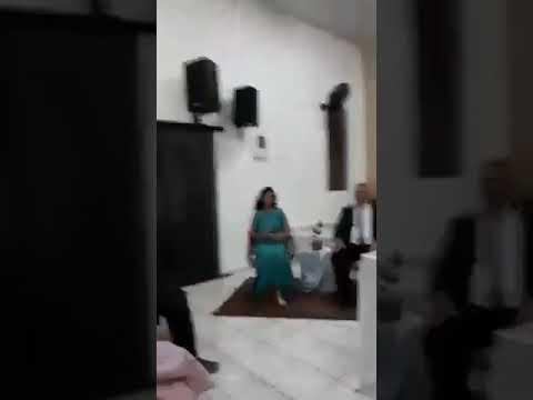 Elda cantando deixa eu te usar igreja assembléia de Deus em Amaporã Paraná