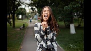Смотреть онлайн Как фотографу заставить смеяться человека