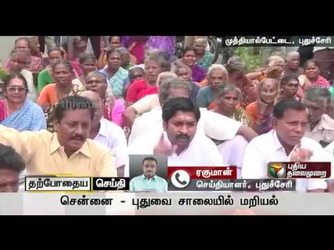 Protest-led-by-ADMK-MLA-demanding-proper-handing-over-of-shops-constructed-nine-years-back