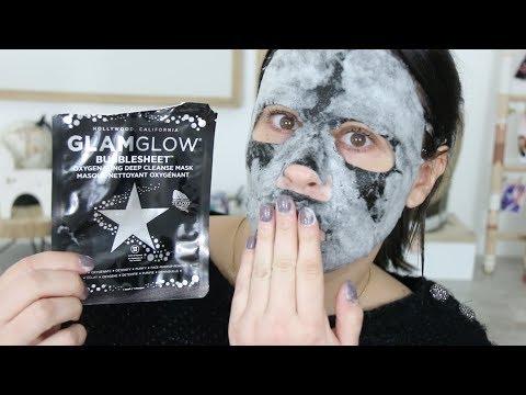 Le masque pour la personne sur la tourbe arctique