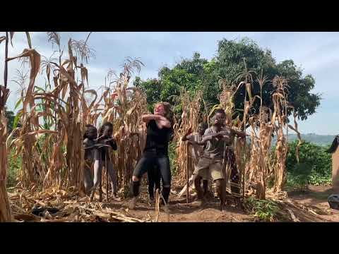ריקוד ההיפ הופ הזה מאוגנדה הוא אחד המרשימים שראינו לאחרונה