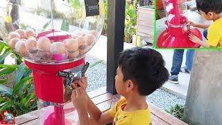 น้องบีม   หมุนไข่ตู้กาชาปอง เที่ยวนครปฐม ดูบัวคาเฟ่ ครั้งที่2