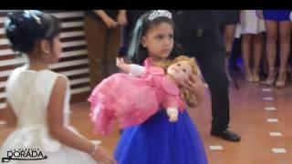 Escenificación de Niña a Mujer en una fiesta de 15 años