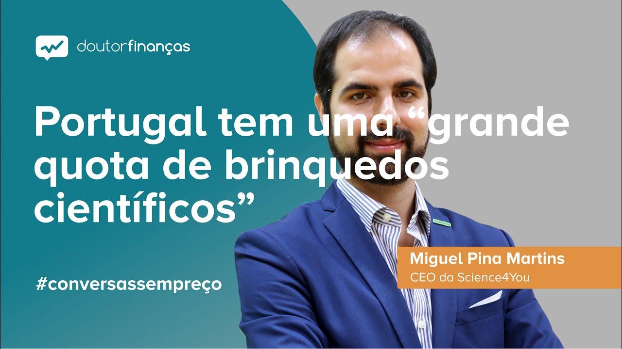 Imagem de um smartphone onde se vê o programa Conversas sem Preço com a entrevista a Miguel Pina Martins, CEO da Science4You