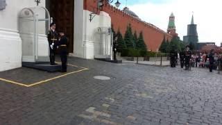 Случай с иностранцами  на Красной площади при смене караула!
