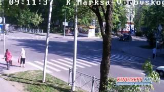 Шокирующее ДТП в Кингисеппе у полиции. Машина несколько раз перевернулась KINGISEPP.RU