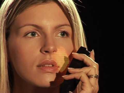 Lhuile cosmétique à la peau sèche de la personne