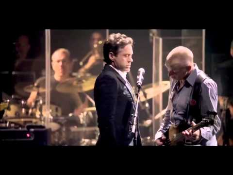 """Robert Downey Jr. canta con Sting """"Driven to Tears"""" de The Police"""