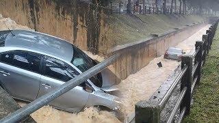 Viral Video Mobil Terjun ke Drainase setelah Tabrak Pembatas Jalan hingga Terseret Air