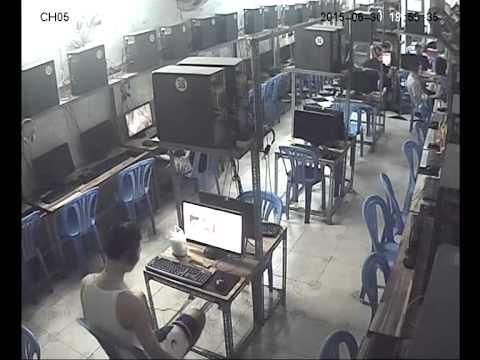 Cận cảnh một game thủ 'lên nóc nhà bắt con gà' tại quán net