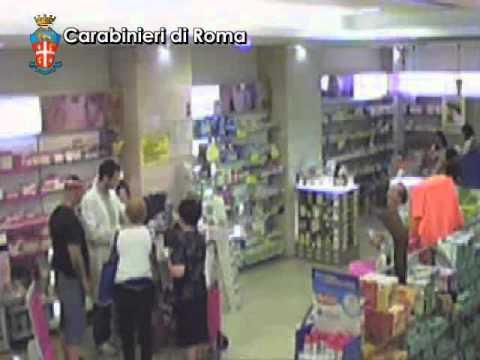 Rapinatore bacia la sua vittima dopo il furto