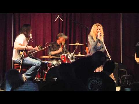 IZZI - READY AND WILLING TO FLY [LIVE - ORIGINAL SONG] 01/19/2014 @NEIL'S MUSIC ROOM, MEMPHIS, TN