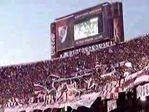 """""""River Plate - """"Che Bostero, que amargado se te ve"""""""" Barra: Los Borrachos del Tablón • Club: River Plate • País: Argentina"""