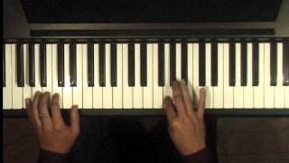 """How to Play """"Carol of the Bells"""" on Piano"""