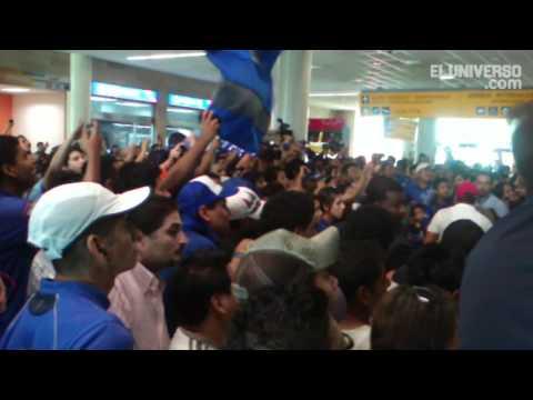 El recibimiento a Emelec en el aeropuerto de Guayaquil