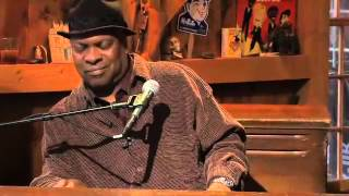 Booker T. Jones -- Green Onions [Live from Daryl's House #44-04]