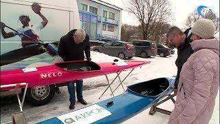 «Акрон» подарил байдарки премиум-класса областной Федерации гребного спорта