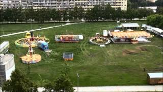 preview picture of video 'Jak se staví kolotoče Střížkov 2013'