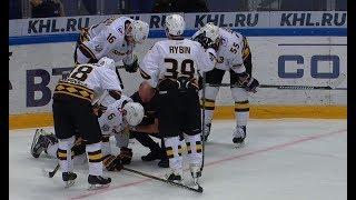 Валерий Васильев не может продолжать матч из-за травмы
