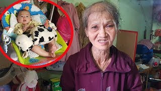 Bà cố ôm chắt 3 tháng tuổi bán vé số mưu sinh ở Sài Gòn
