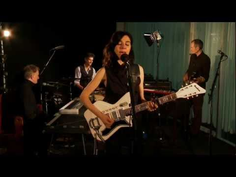 PJ Harvey performs The Last Living Rose