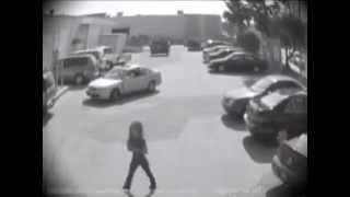 Смотреть онлайн Мужчина жестко отомстил девушке-водителю