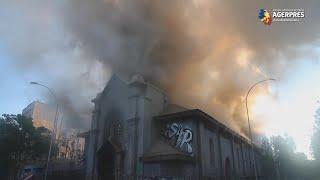 Chile: Biserici incendiate la Santiago în timpul unor proteste antiguvernamentale