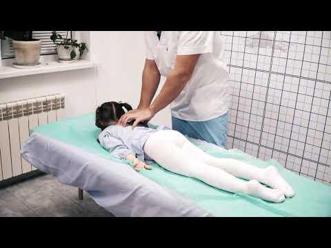 Как детский невролог / остеопат поправляет спину (невропатолог для ребенка)
