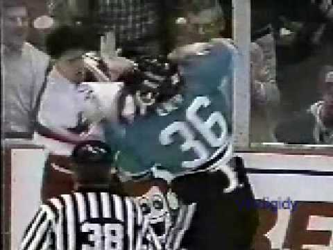 Jamie Pushor vs. Todd Ewen
