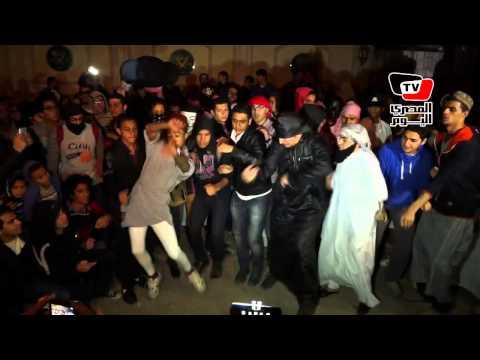 بدء رقصة هارلم شيك أمام مقر الإخوان