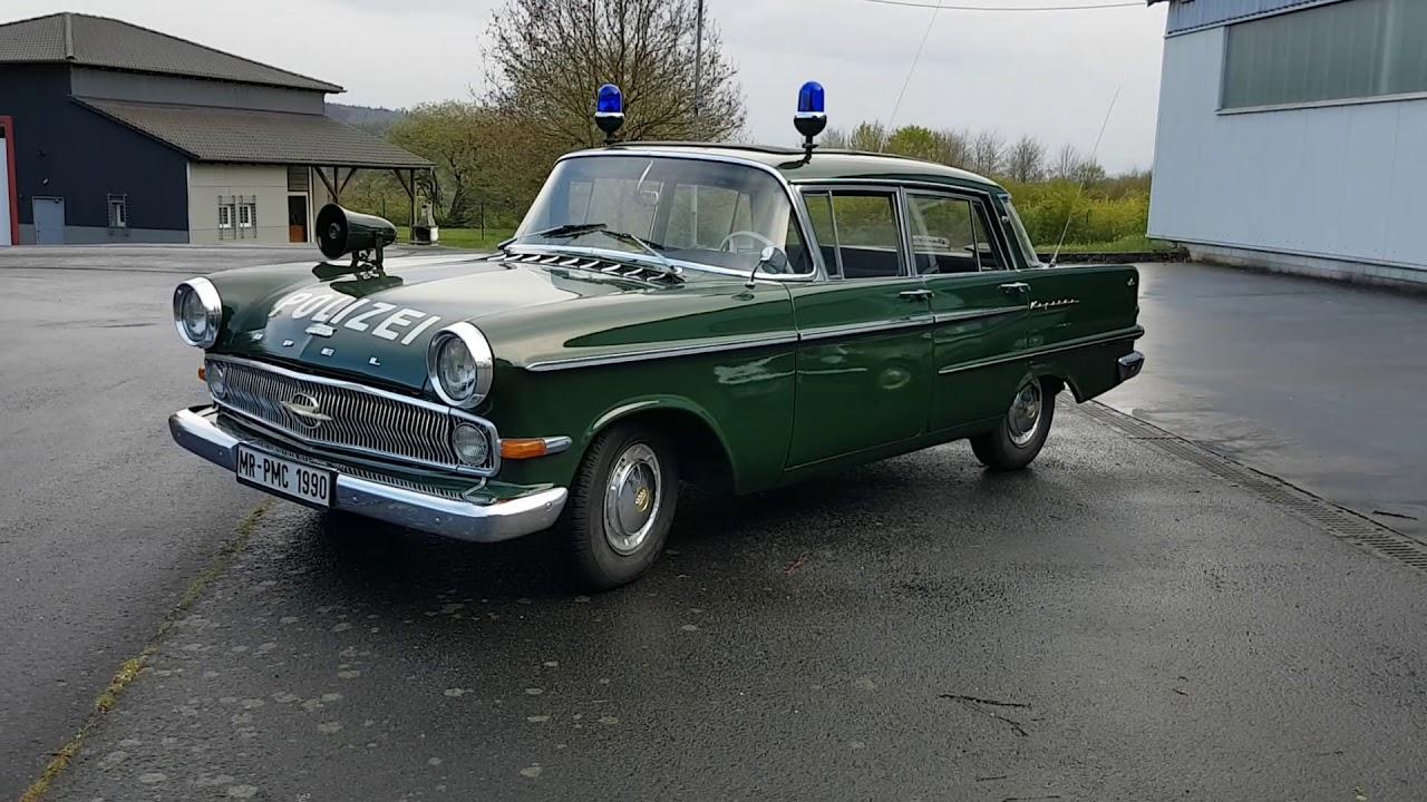Oldies aus dem Polizeioldtimer Museum Marburg, der Opel Kapitän und der NSU Prinz