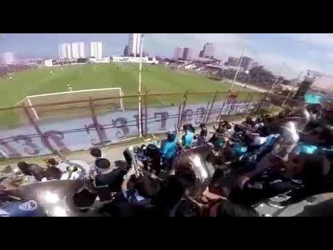 """""""La Banda del Dragón - """"La hinchada más loca""""."""" Barra: Furia Celeste • Club: Deportes Iquique"""