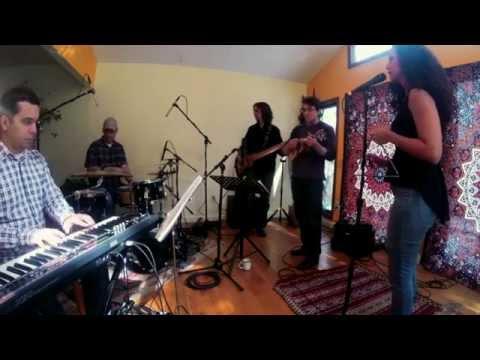 Cissa Paz sings Festa