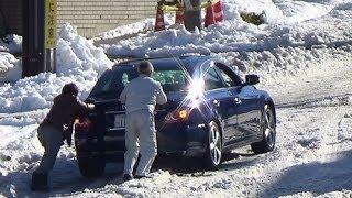報道 東京記録的豪雪...危機一髪追突事故寸前の車