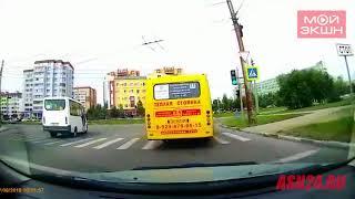 Автохам повернул направо из левой полосы