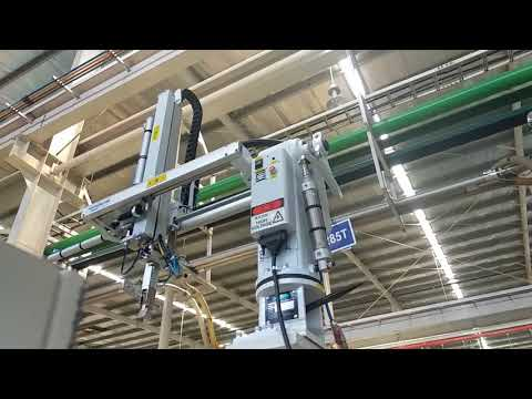 Sprue Picker Robot Injection Molding Machine