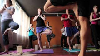 preview picture of video 'Toronto yoga studio Fireflow Yoga offers the Absolute Beginners Workshop'